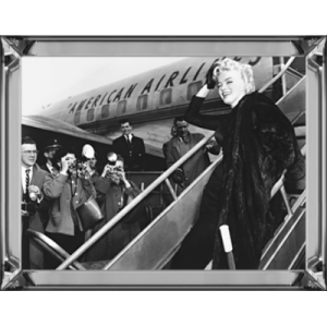 Marilyn Boards Airplane 60/80